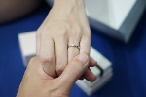 which-hand-to-wear-promise-ring